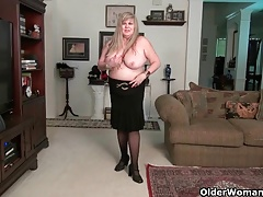 BBW mummy  Queen touches her..